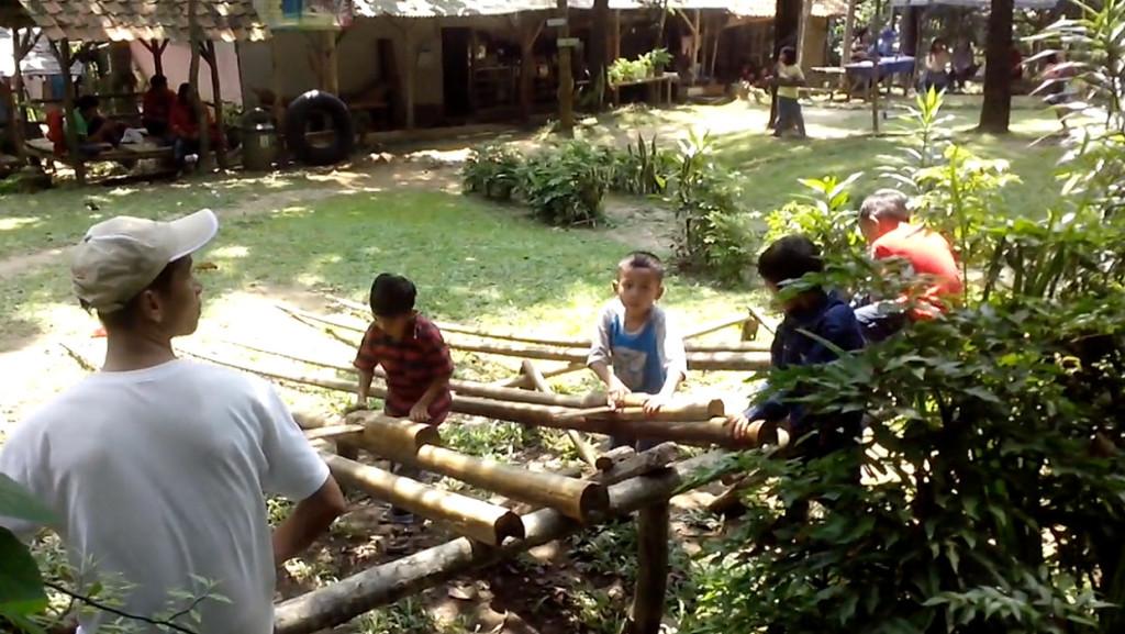 penangkaranrusa-06-tempat-bermain-anak2